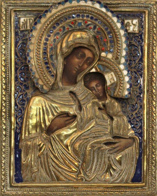 Icona russa del XX sec. raffigurante Madonna con bambino, rizza in ottone e smalti, cm 14,5 x 11,5.
