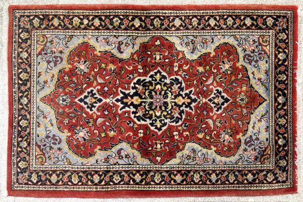 Tappeto persiano Kashan, cm 130 x 85.