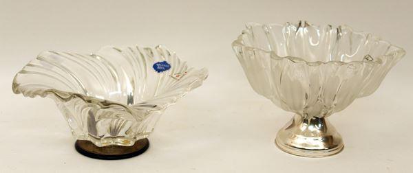 Lotto di due alzate in cristallo con basi in  argento, H 12 cm e 9 cm.