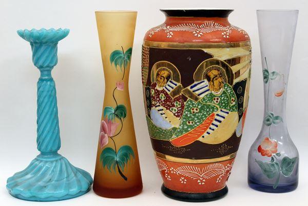 Lotto composto da quattro vasi in materiali e misure diverse, H massima 25 cm .