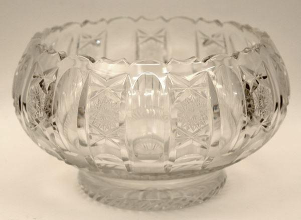 Centrotavola in cristallo sfaccettato, diametro 25 cm, H 16 cm.