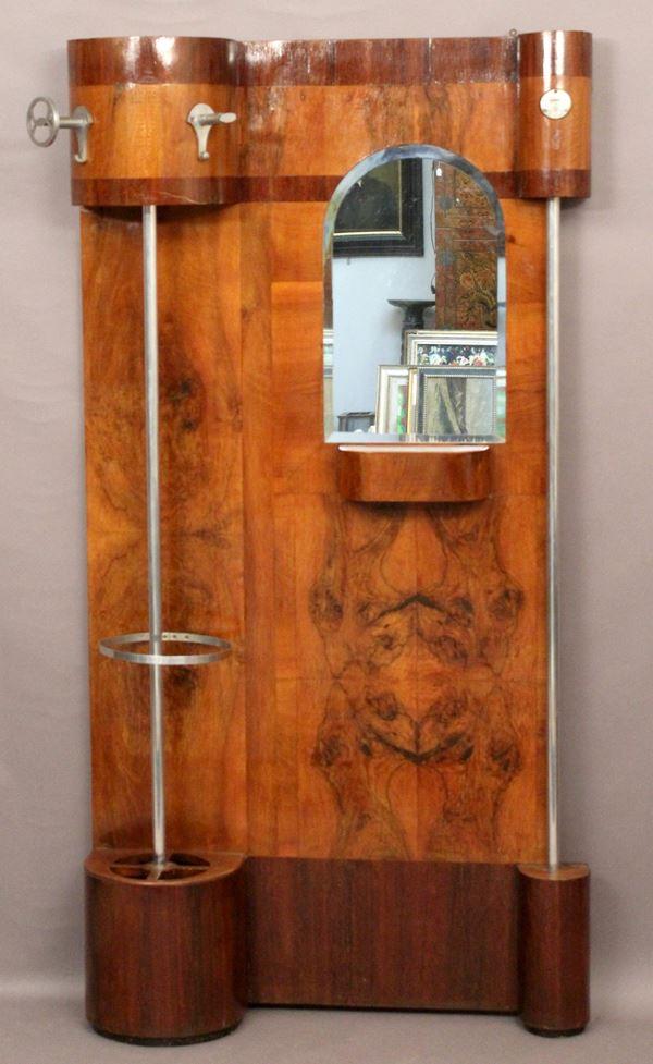 Appendiabiti in noce e radica con elementi in ferro zincato e specchio, Periodo Decò, cm 184 x 90.