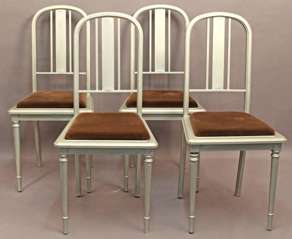 Lotto composto da quattro sedie americane.