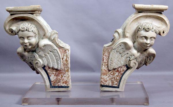 Coppia di mensole in marmo con putti alati a rilievo, altezza cm 70, XVIII secolo