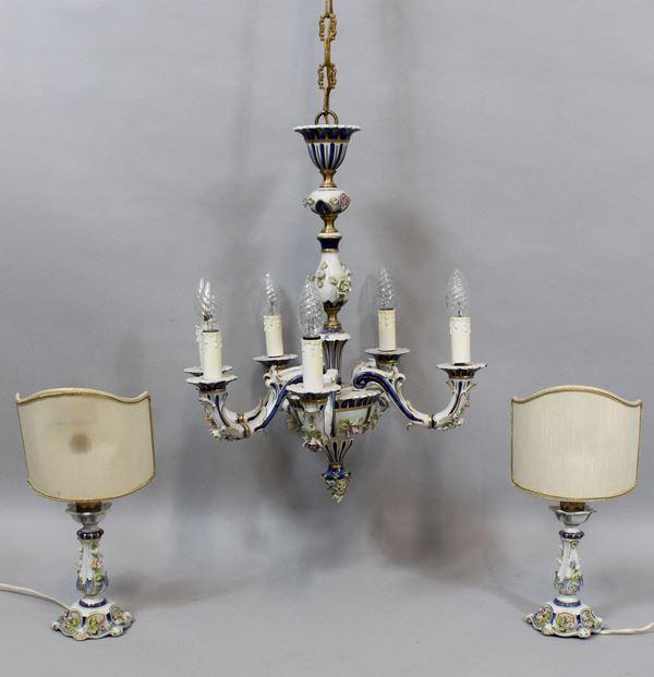 Lotto composto da un lampadario a sei luci e due abat jour in porcellana Capodimonte, ( piccoli difetti).