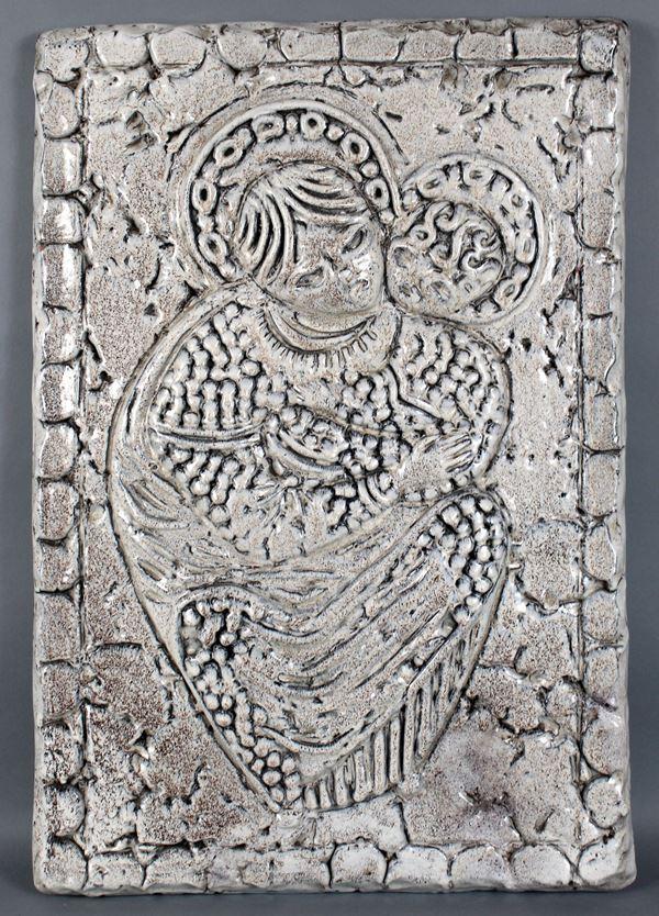 Madonna con Bambino, terracotta smaltata, cm. 62x40.