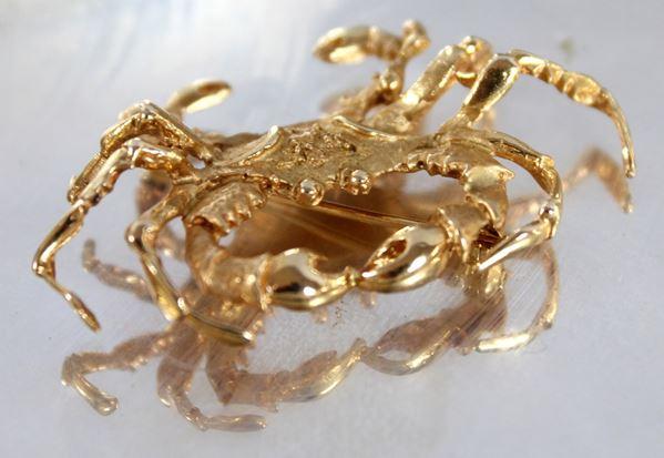 Granchio, spilla in oro 18 kt, gr. 10,20, misure 5x3 cm.