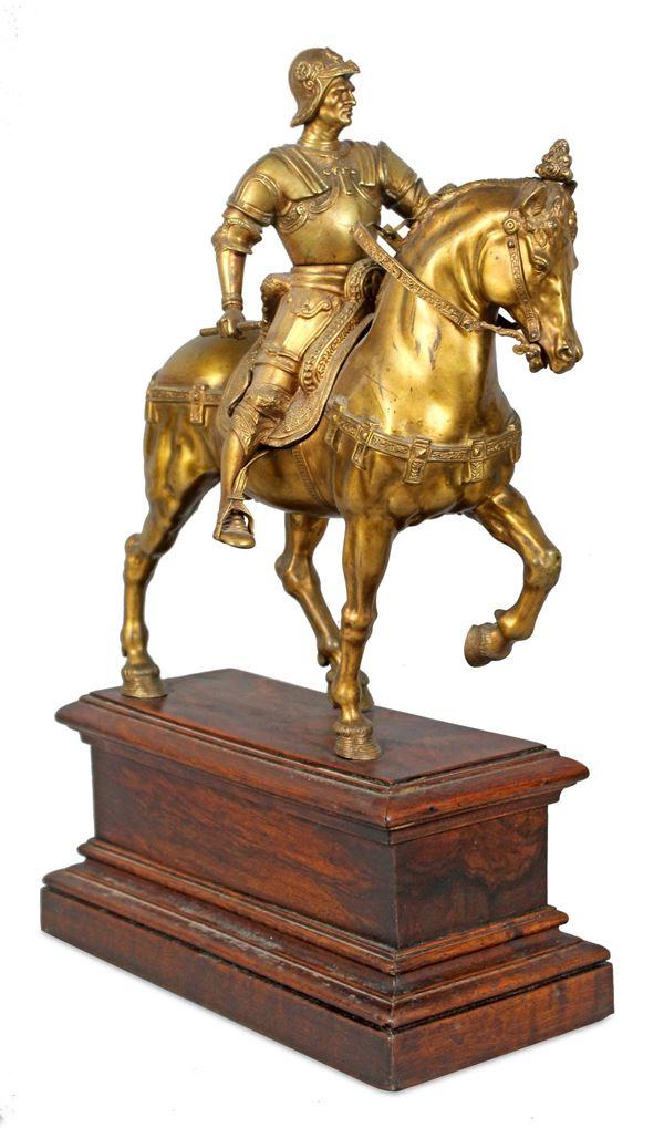 Bartolomeo Colleoni, scultura in bronzo dorato, altezza 35 cm, poggiante su base in legno altezza complessiva 50 cm, fine XIX secolo.