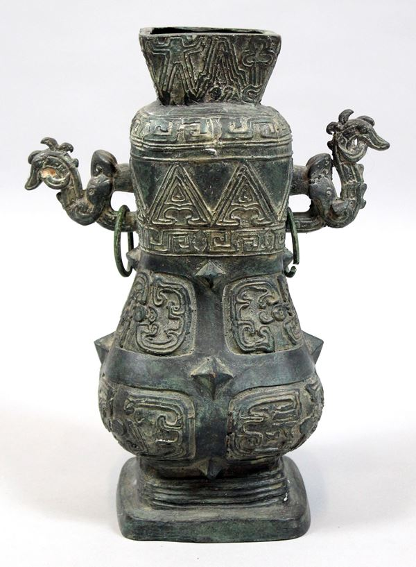 Vaso in bronzo, Cina, XX secolo, altezza cm.30