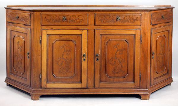 Credenza in noce, a due cassetti e sei sportelli di cui due a calatoia, particolari intagliati a motivi Liberty, altezza cm. 104x200x51