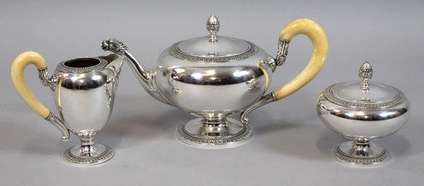 Servizio da thé in argento, composto da teiera, lattiera e zuccheriera