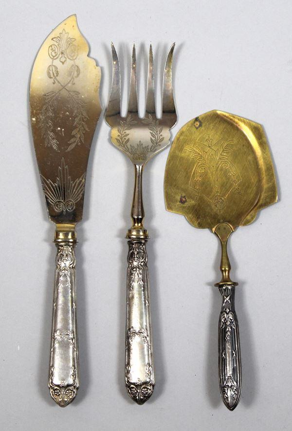 Posate da portata, manici in argento, lunghezza max 28 cm, tot. 3 pz., (difetti).