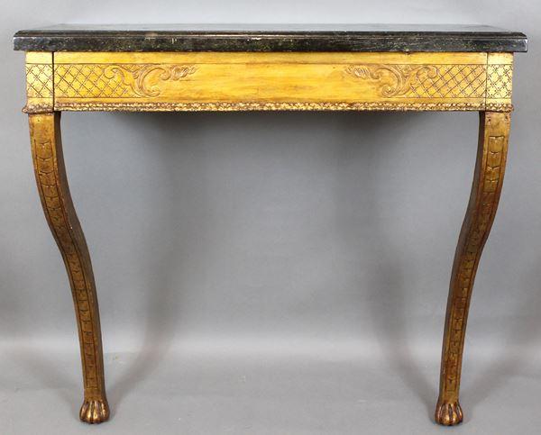 Consolle da muro in legno dorato ed intagliato,  piano in finto marmo poggiante su due gambe mosse con finali a zampe leonine, cm 81x85x36, (difetti).