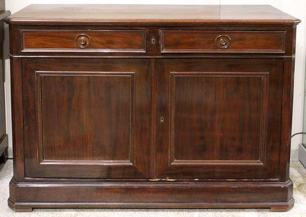 Credenza in mogano, a due ante pannellate e due cassetti nella fascia, cm 90x130x51, XX secolo, (difetti).