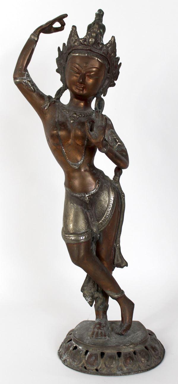 Scultura tibetana in bronzo, altezza cm. 49, XX secolo.