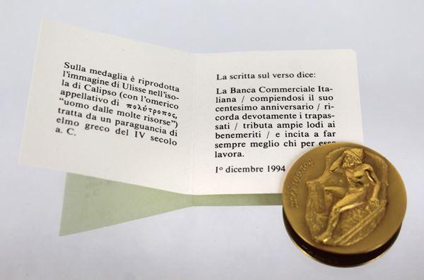 Medaglia commemorativa in oro 18 kt per il centenario della Banca Commerciale Italiana, diametro cm. 3,4, gr.23,9