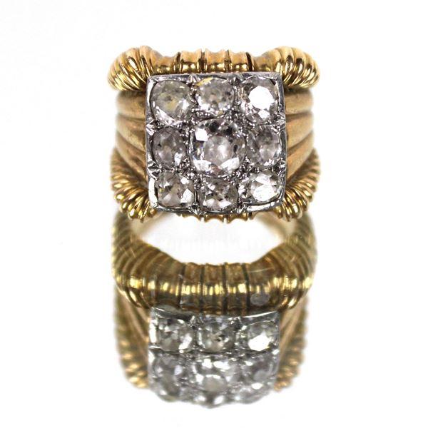Anello in oro 18 kt con un diamante taglio antico kt 0,35 e otto diamanti taglio antico da 0,15, gr. 20,3