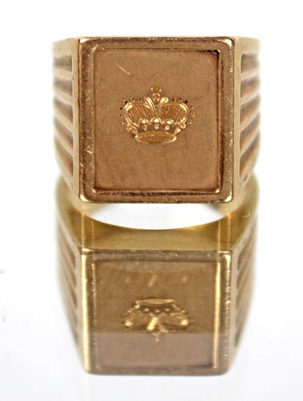 Anello sigillo in oro 18 kt con incisa una corona gr. 30,5