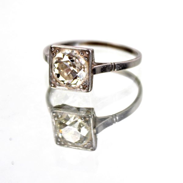 Anello solitario in oro bianco 18 kt con diamante taglio antico kt 1,50 circa gr 2,5