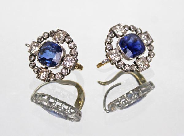 Paio di orecchini in oro bianco con zaffiri e otto diamanti da kt 0,15 e 24 brillantini, gr. 6,6