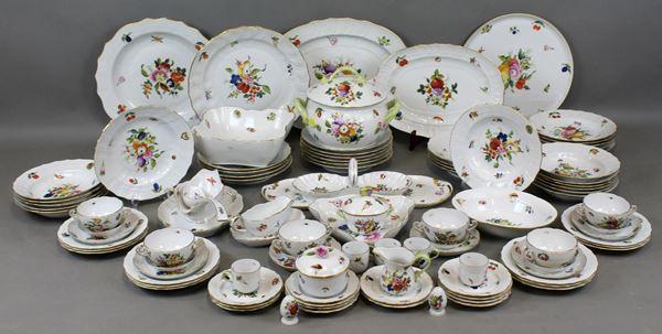 Servizio da tavola in porcellana Herend a decoro di fiori, frutti e funghi